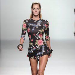 Vestido corto con vuelo y manga 3/4 de la colección primavera/verano 2013 de María Escoté