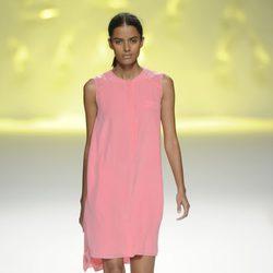 Vestido corto color coral de la colección primavera/verano 2013 de Sita Murt