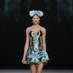 Corsé turquesa con detalles metálicos de Maya Hansen, colección primavera-verano 2013