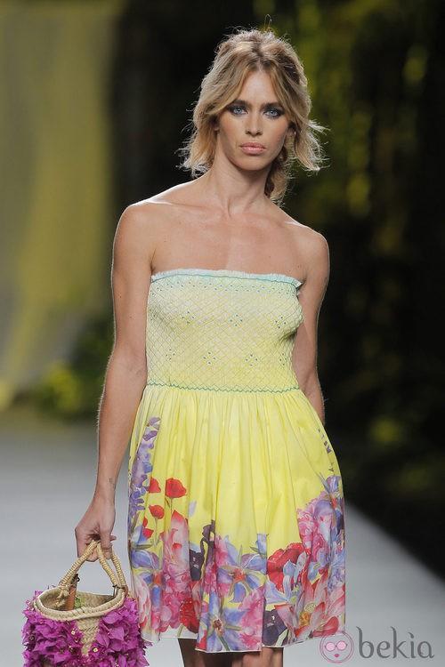 Vestido amarillo de Francis Montesinos, colección primavera/verano 2013