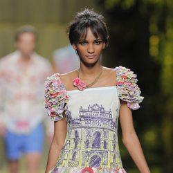 Vestido con volantes en los hombros de Francis Montesinos, colección primavera/verano 2013