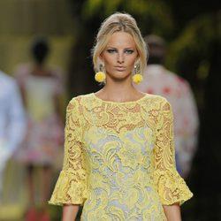Vestido de encaje amarillo de Francis Montesinos, colección primavera/verano 2013