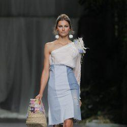 Vestido de escote asimétrico de Francis Montesinos, colección primavera/verano 2013