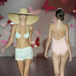 Modelos en traje de baño de la colección primavera/verano 2013 de Guillermina Baeza
