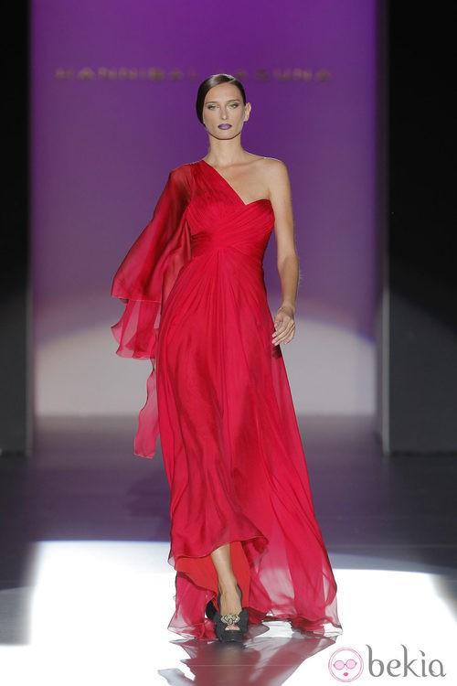 Vestido de escote asimétrico de Hannibal Laguna, colección primavera/verano 2013