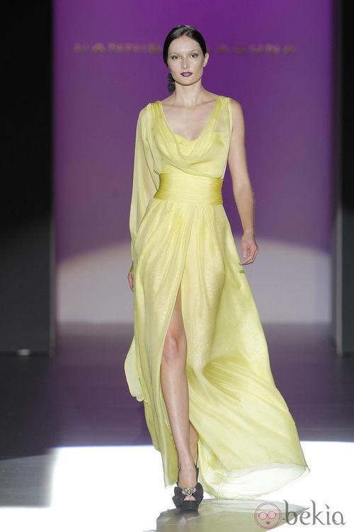 Vestido con escote drapeado de Hannibal Laguna, colección primavera/verano 2013