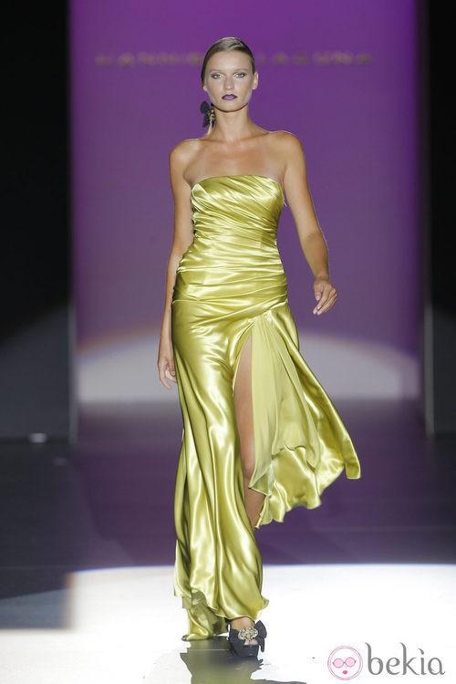 Vestido con apertura frontal de Hannibal Laguna, colección primavera/verano 2013