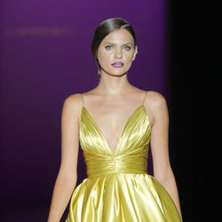 Vestido corto con escote pico de Hannibal Laguna, colección primavera/verano 2013
