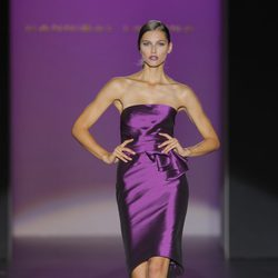 Vestido entallado púrpura de Hannibal Laguna, colección primavera/verano 2013
