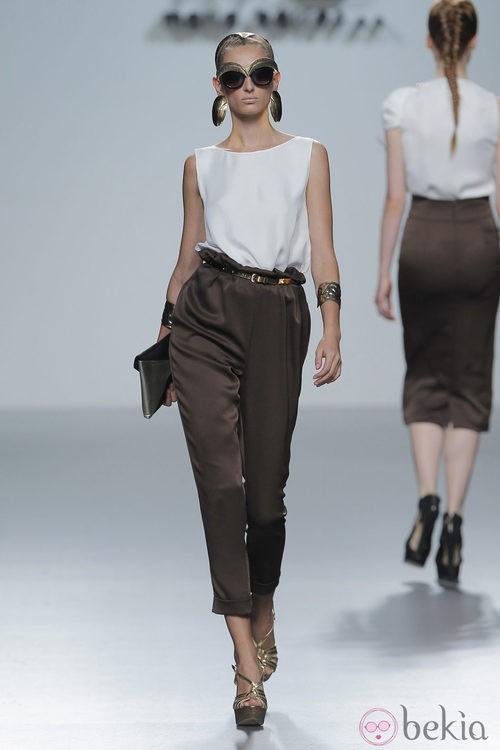 Pantalón tobillero de María Barros, colección primavera/verano 2013