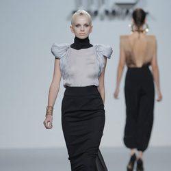 Blusa gris perla de María Barros, colección primavera/verano 2013