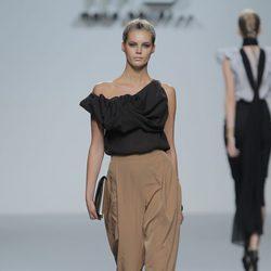 Blusa fruncida de María Barros, colección primavera/verano 2013
