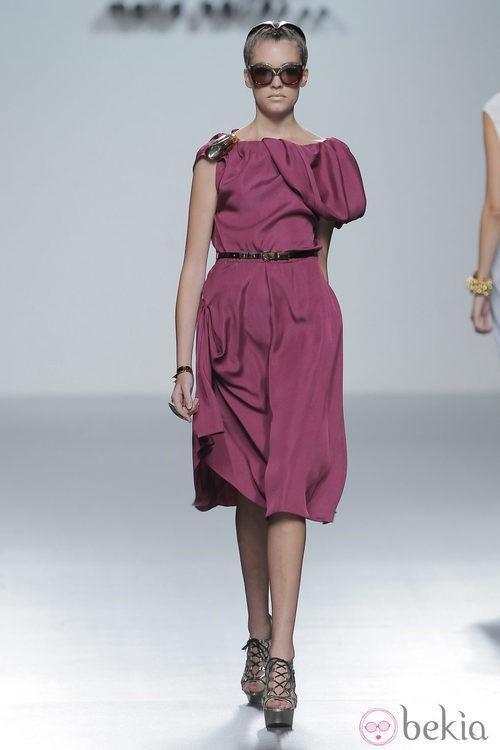 Vestido rosa de María Barros, colección primavera/verano 2013