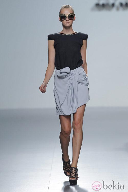 Falda cruzada de María Barros, colección primavera/verano 2013