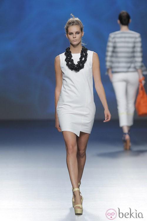 Vestido blanco de Sara Coleman, colección primavera/verano 2013