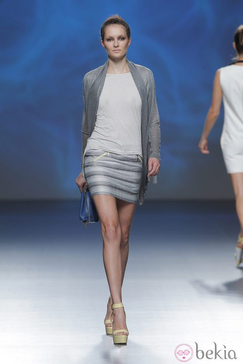 Falda en tonos grises de Sara Coleman, colección primavera/verano 2013