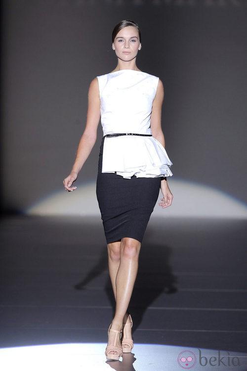 Conjunto blanco y negro de Juana Martín, colección primavera/verano 2013