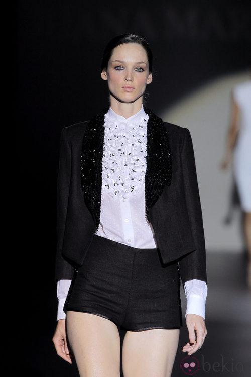 Camisa con chorreras de Juana Martín, colección primavera/verano 2013