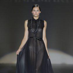 Vestido negro transparente de Juana Martín, colección primavera/verano 2013