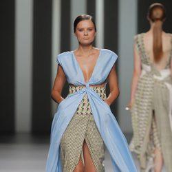 Vestido con abertura frontal de Martín Lamothe, colección primavera/verano 2013