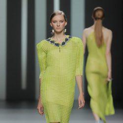Vestido semitransparente de Martín Lamothe, colección primavera/verano 2013