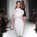 Vestido blanco de la colección primavera/verano 2013 de Victoria Beckham en la Nueva York Fashion Week