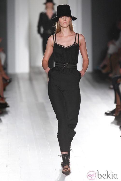 Mono negro de la colección primavera/verano 2013 de Victoria Beckham en la Nueva York Fashion Week