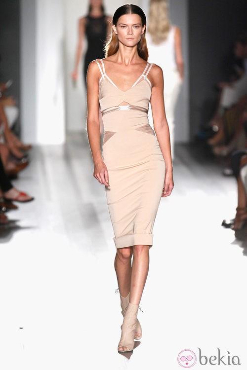 Vestido nude de la colección primavera/verano 2013 de Victoria Beckham en la Nueva York Fashion Week