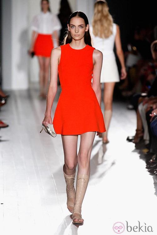 Vestido rojo de la colección primavera/verano 2013 de Victoria Beckham en la Nueva York Fashion Week