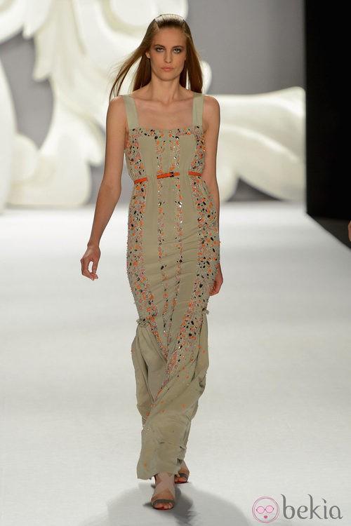 Vestido largo de tirantes con aplicaciones de Carolina Herrera primavera/verano 2013