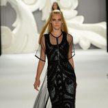 Vestido negro con transparencias de Carolina Herrera primavera/verano 2013