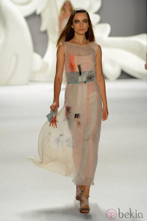 Vestido de gasa en tonos pastel de Carolina Herrera primavera/verano 2013