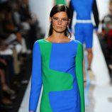 Vestido con mangas verde y azul de Michael Kors primavera/verano 2013