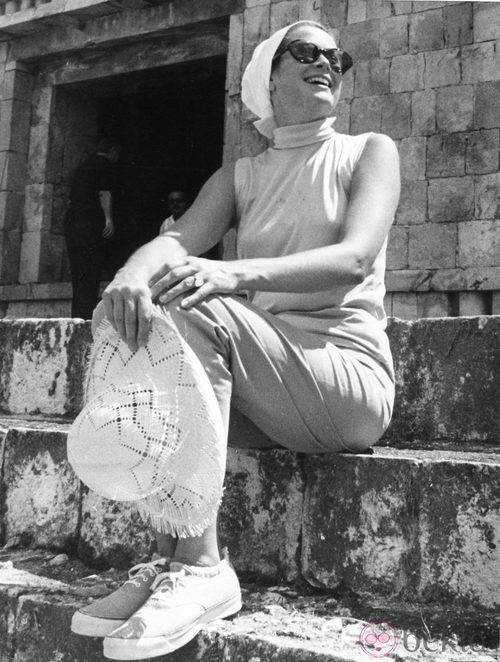 Grace Kelly con pañuelo y gafas en Mexico