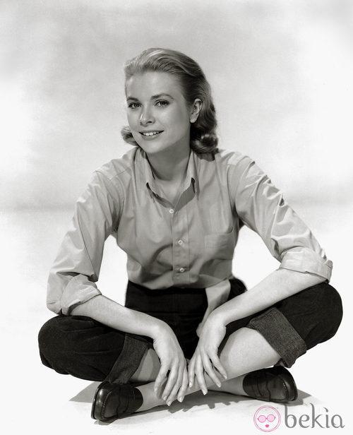 Grace Kelly con camisa y mocasines