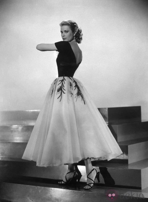 Grace Kelly con un vestido silueta bar