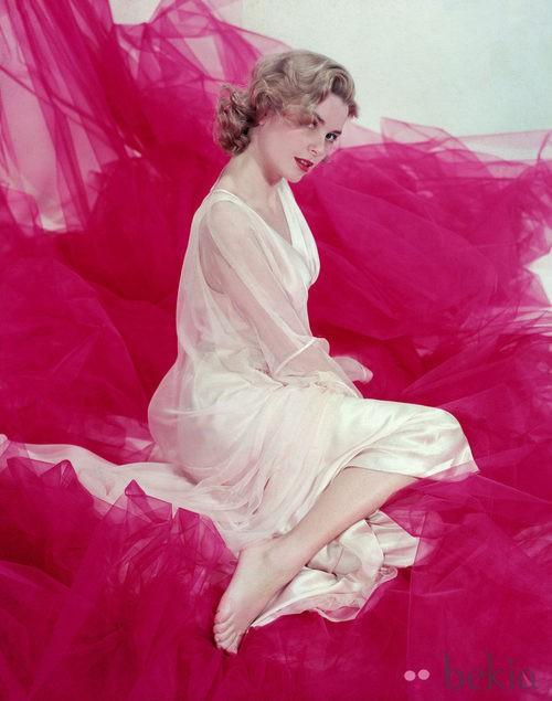 Grace kelly con un vestido blanco en 1953