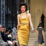 Vestido amarillo dorado de Vivianne Westwood primavera/verano 2013
