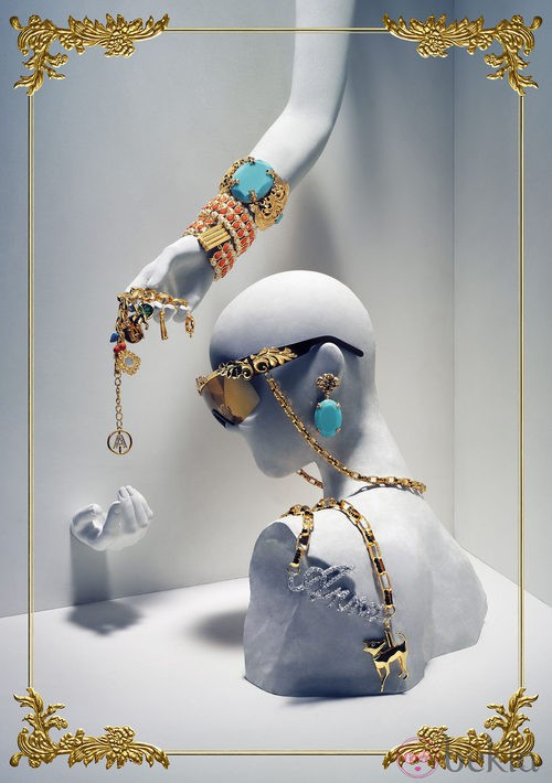 Algunos de los complementos de la colección de Anna Dello Russo para H&M