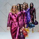 Burberry propone colores metalizados en la Semana de la Moda de Londres primavera/verano 2013