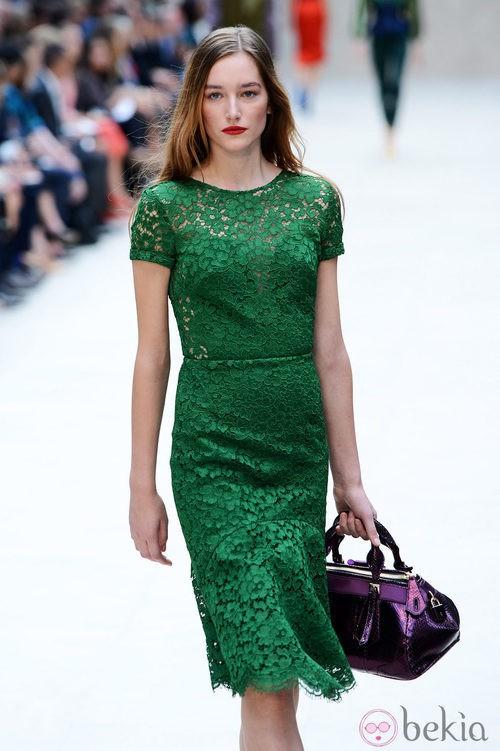 Vestido verde de encaje crochet de Burberry primavera/verano 2013