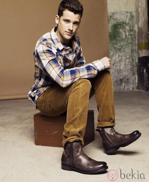 Arthur Sales posa con botas en la nueva campana de Xti otoño/invierno 2012/2013