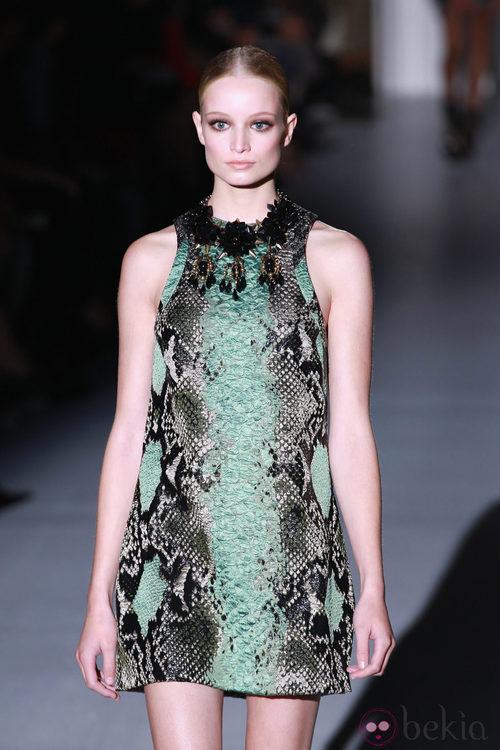 Minivestido con print de serpiente de Gucci en la Semana de la Moda de Milán primavera/verano 2013