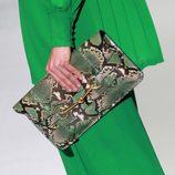 Bolso con print de serpiente de Gucci en la Semana de la Moda de Milán primavera/verano 2013