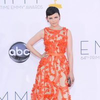 Ginnifer Goodwin con un vestido de Monique Lhuillier en los Emmy 2012