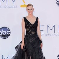 January Jones con un vestido negro de Zac Posen en los Emmy 2012
