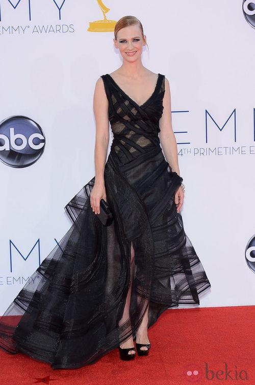 January Jones con un vestido negro de Zac Posen en los Emmy 2012