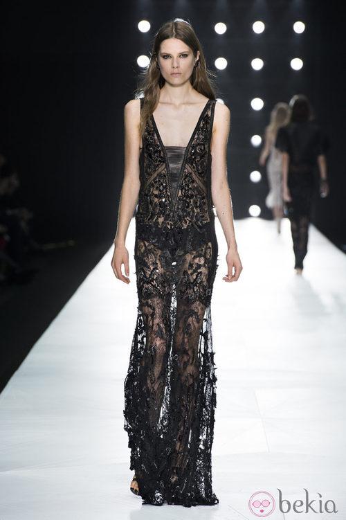Vestido negro de encaje de Roberto Cavalli en la Semana de la Moda de Milán primavera/verano 2013