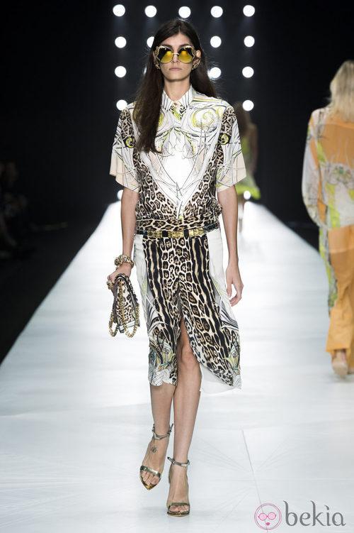 Detalles de animal pirnt en el desfiel de Roberto Cavalli en la Semana de la Moda de Milán primavera/verano 2013