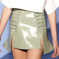 Falda plastificada asimétrica de Thierry Mugler en la Semana de la Moda de París primavera/verano 2013